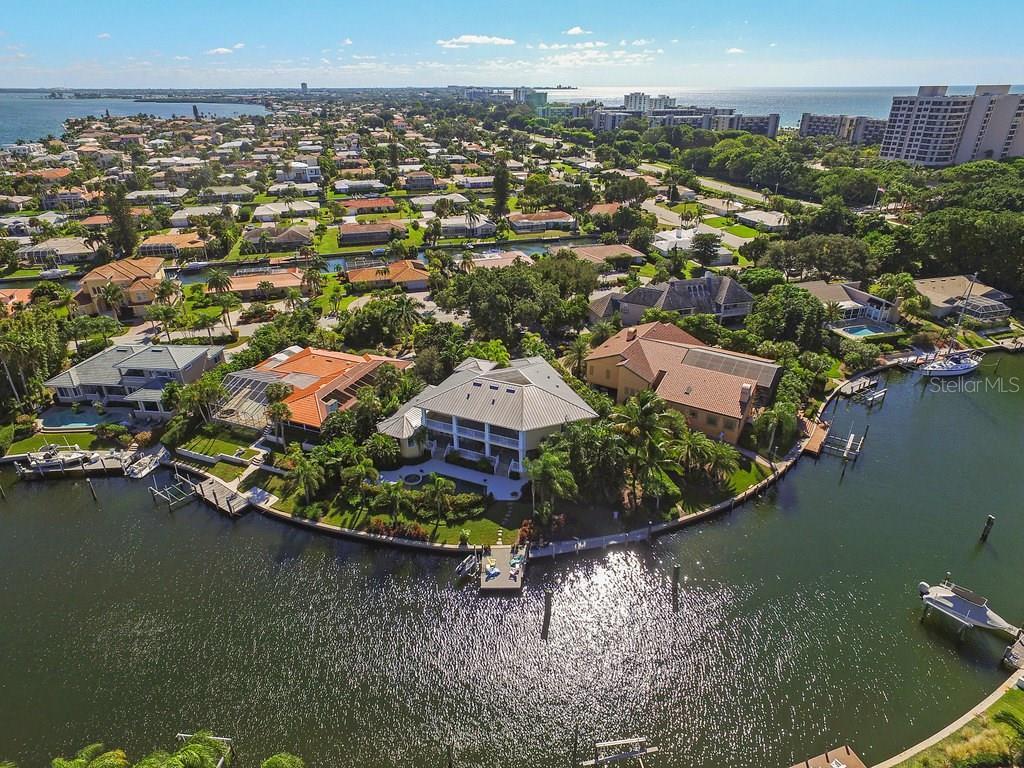 Maison unifamiliale pour l Vente à 529 Putter Ln 529 Putter Ln Longboat Key, Florida,34228 États-Unis