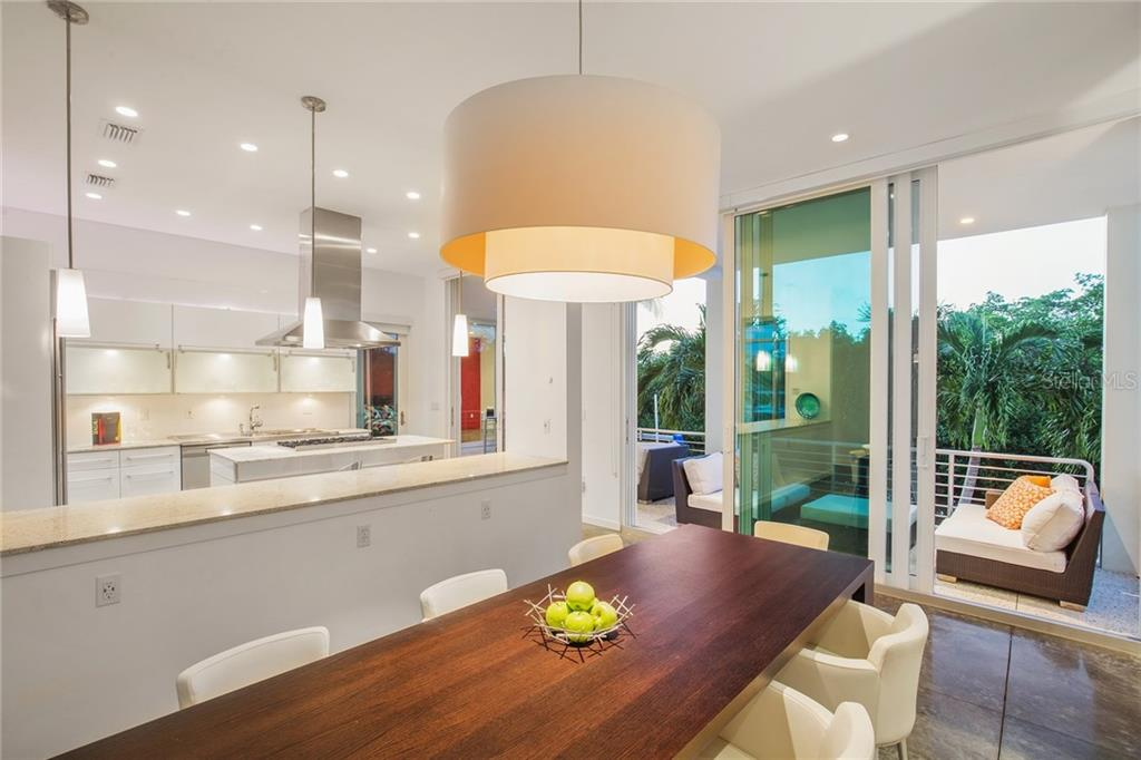Additional photo for property listing at 687 Jungle Queen Way 687 Jungle Queen Way Longboat Key, Флорида,34228 Соединенные Штаты