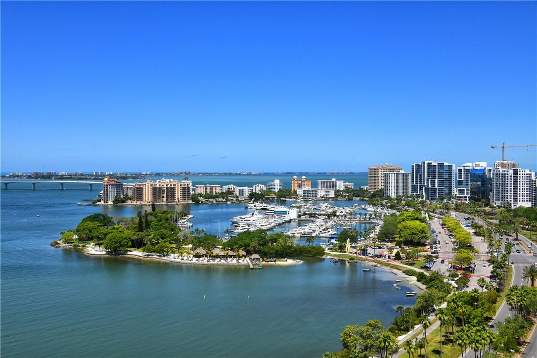The Residents' Club welcomes owners for the big game, a bridge league, or pop-up meeting. Just beyond, the fitness center, massage suite and steam showers help you stay true to your routine. - Condo for sale at 605 S Gulfstream Ave #4n, Sarasota, FL 34236 - MLS Number is A4400519