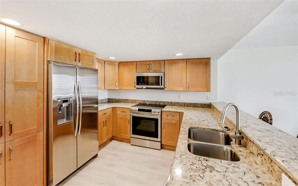 Community Pool - Condo for sale at 101 S Gulfstream Ave #10e, Sarasota, FL 34236 - MLS Number is A4411807