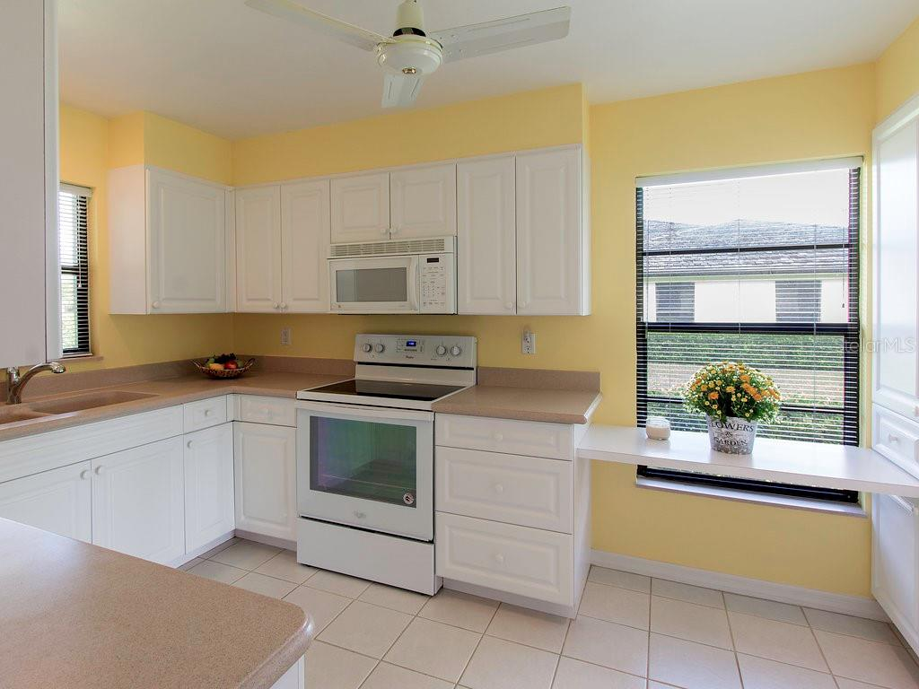 Well designed and functional kitchen with lots of counter space - Villa for sale at 7467 Carnoustie Dr #5d, Sarasota, FL 34238 - MLS Number is A4412518