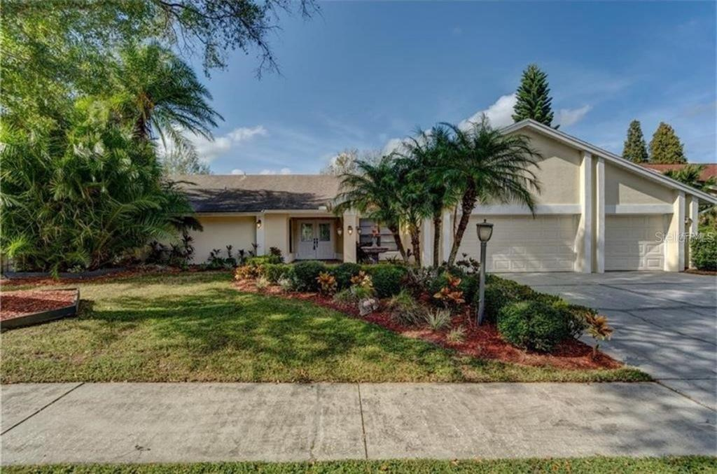 Single Family Home for sale at 13708 Walbrooke Dr, Tampa, FL 33624 - MLS