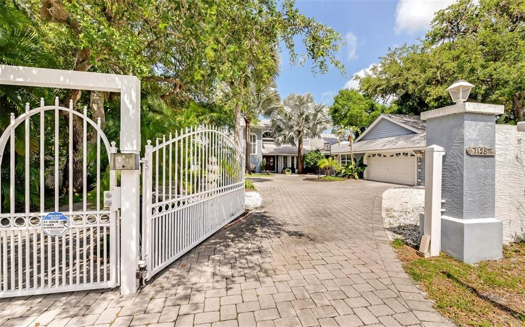 Single Family Home for sale at 7158 Captain Kidd Ave, Sarasota, FL 34231 - MLS Number is A4415103