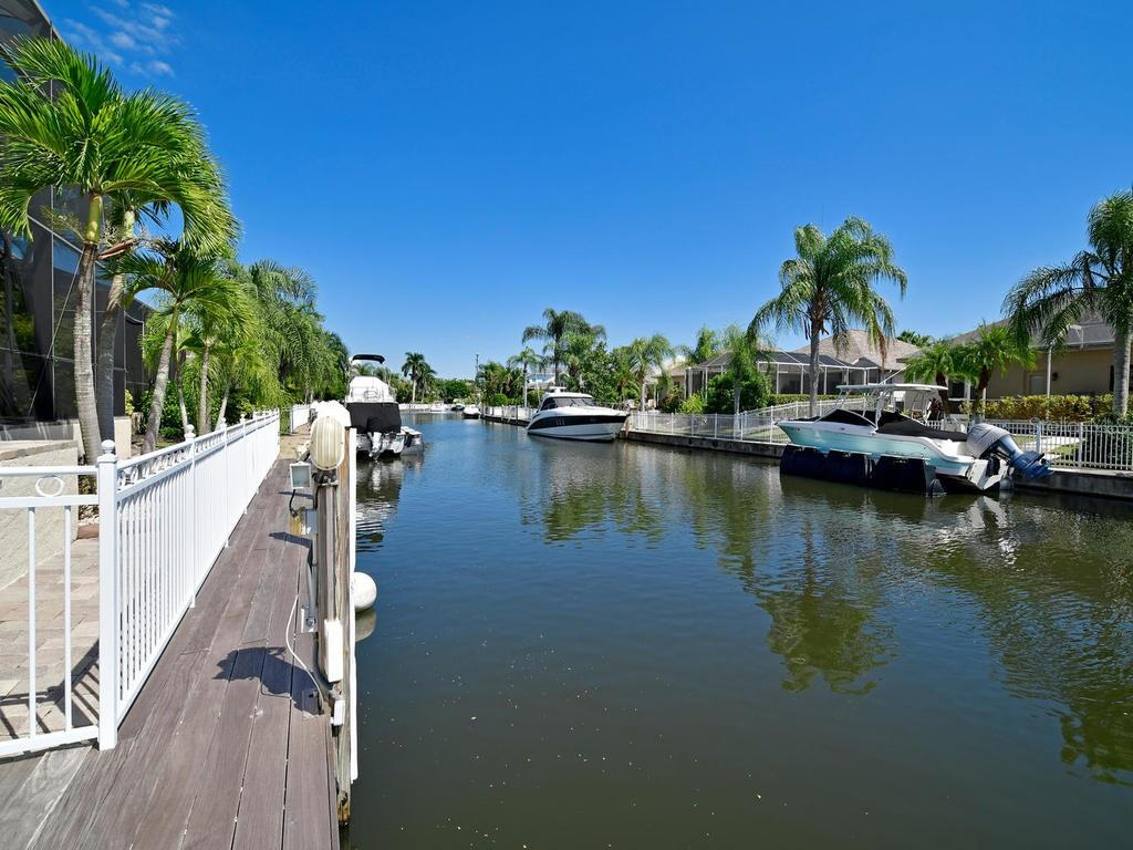 Single Family Home for sale at 4742 Mainsail Dr, Bradenton, FL 34208 - MLS Number is A4415119
