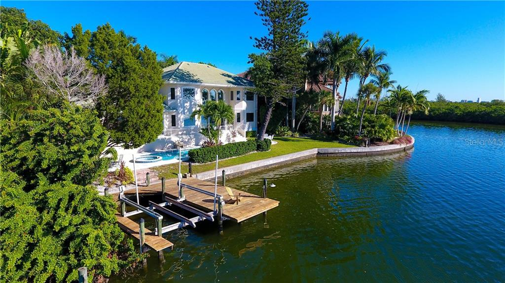 Single Family Home for sale at 236 Tremont Ln, Sarasota, FL 34236 - MLS Number is A4417863