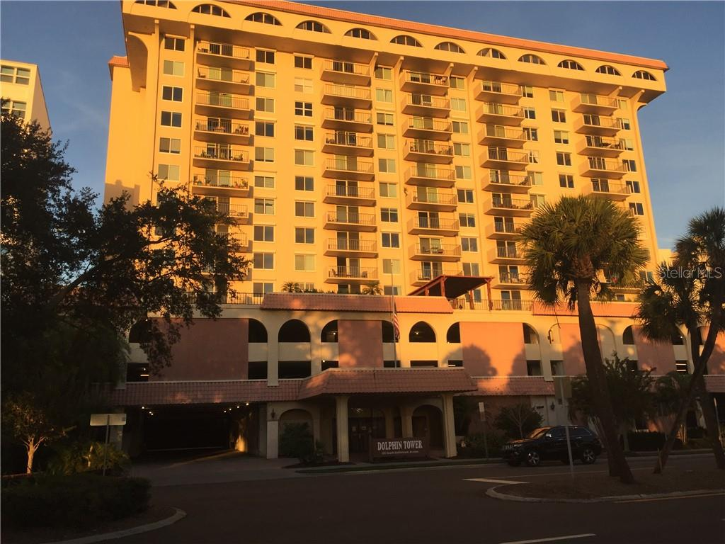 Building Front - Condo for sale at 101 S Gulfstream Ave #10d, Sarasota, FL 34236 - MLS Number is A4420377