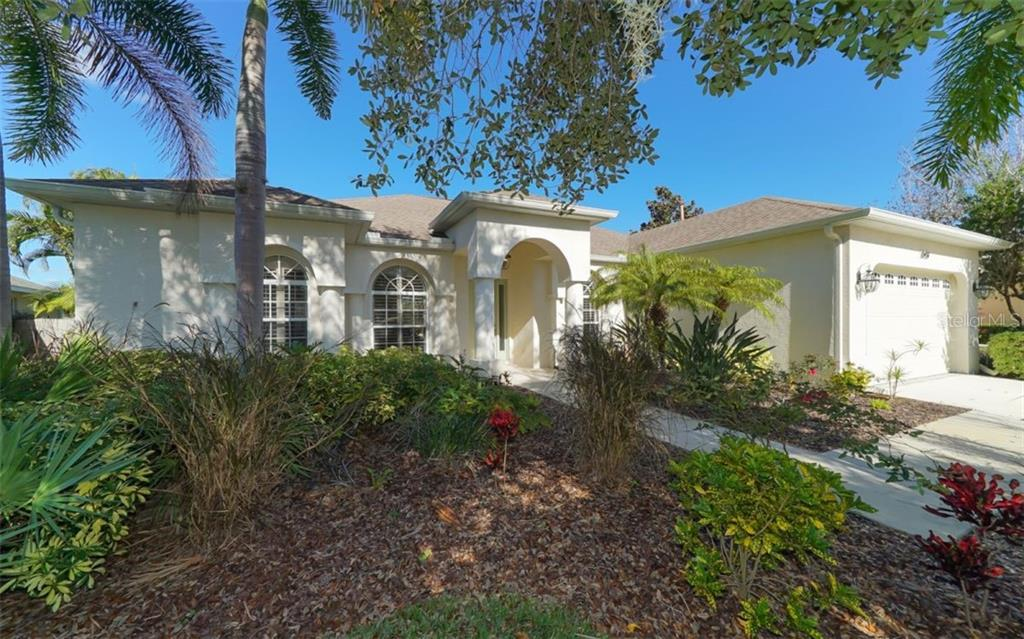 Single Family Home for sale at 13437 Purple Finch Cir, Lakewood Ranch, FL 34202 - MLS Number is A4422373