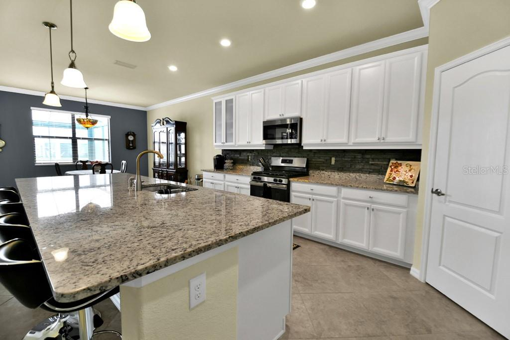 Kitchen Island - Single Family Home for sale at 2937 Desert Plain Cv, Lakewood Ranch, FL 34211 - MLS Number is A4431016
