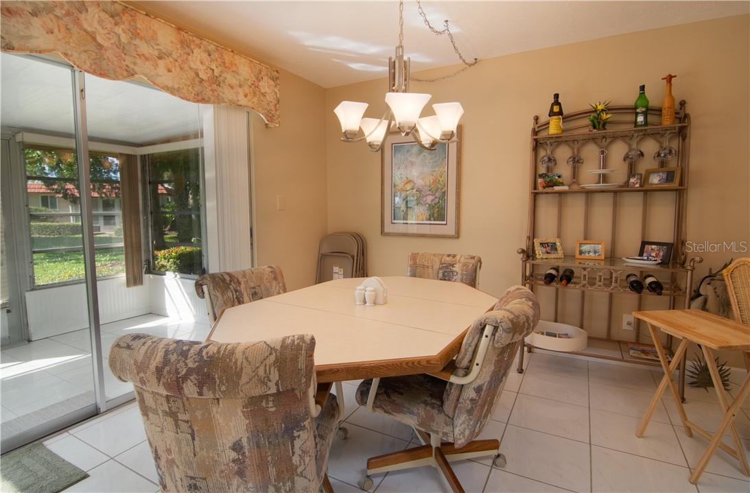 Breakfast Counter & Kitchen - Villa for sale at 4820 Gulf Of Mexico Dr, Longboat Key, FL 34228 - MLS Number is A4436854