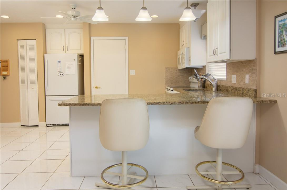 Dining Table & Sitting Area - Villa for sale at 4820 Gulf Of Mexico Dr, Longboat Key, FL 34228 - MLS Number is A4436854