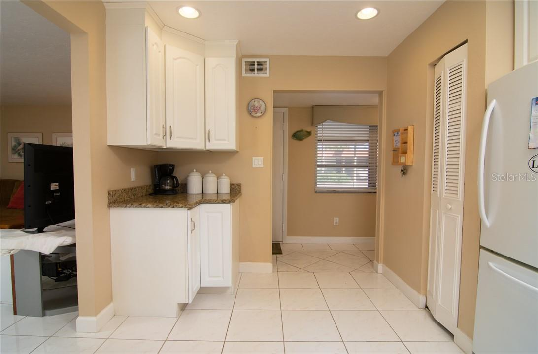 Kitchen Overview - Villa for sale at 4820 Gulf Of Mexico Dr, Longboat Key, FL 34228 - MLS Number is A4436854