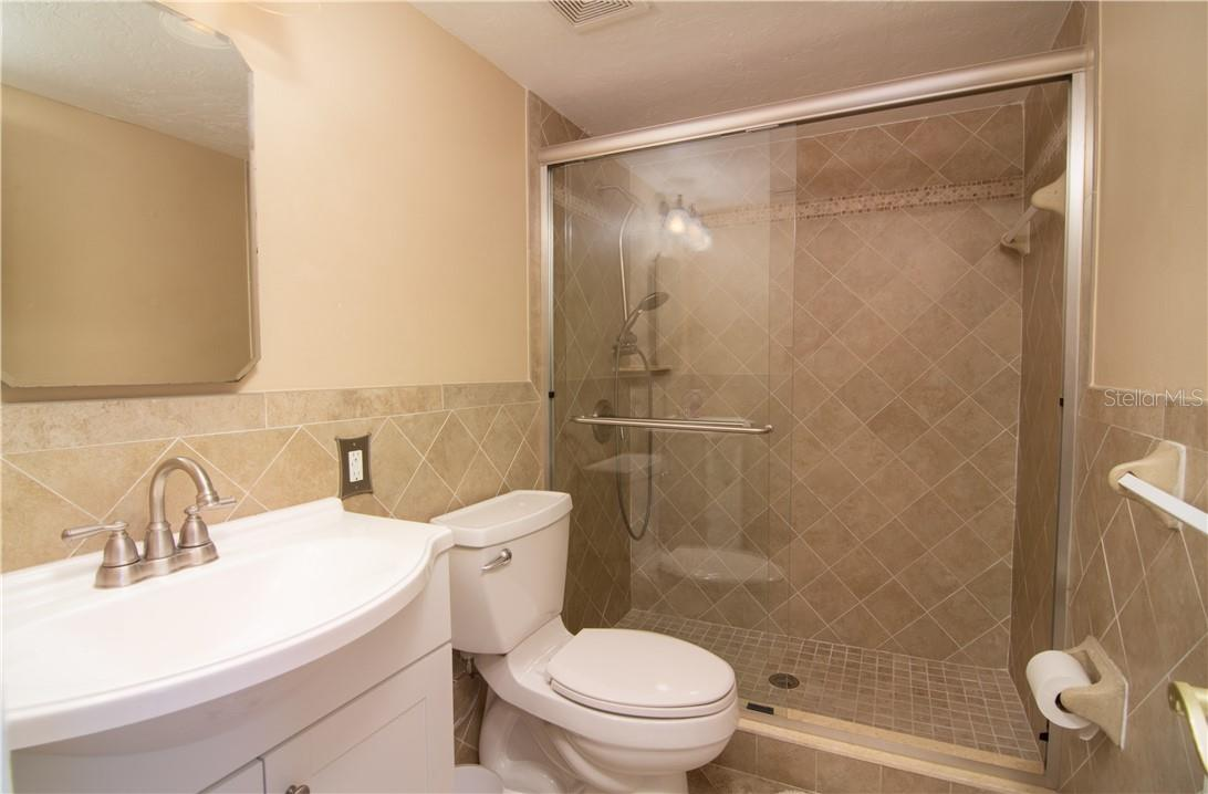 Guest Bedroom - Villa for sale at 4820 Gulf Of Mexico Dr, Longboat Key, FL 34228 - MLS Number is A4436854