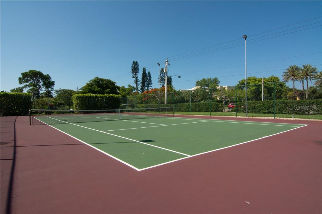 Tennis Court - Villa for sale at 4820 Gulf Of Mexico Dr, Longboat Key, FL 34228 - MLS Number is A4436854