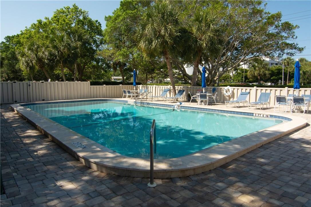 Swimming Pool & Relax - Villa for sale at 4820 Gulf Of Mexico Dr, Longboat Key, FL 34228 - MLS Number is A4436854
