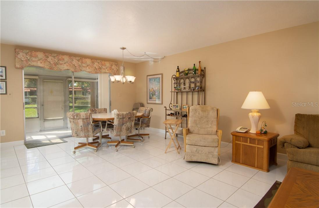 Dining Area & Breakfast Counter - Villa for sale at 4820 Gulf Of Mexico Dr, Longboat Key, FL 34228 - MLS Number is A4436854