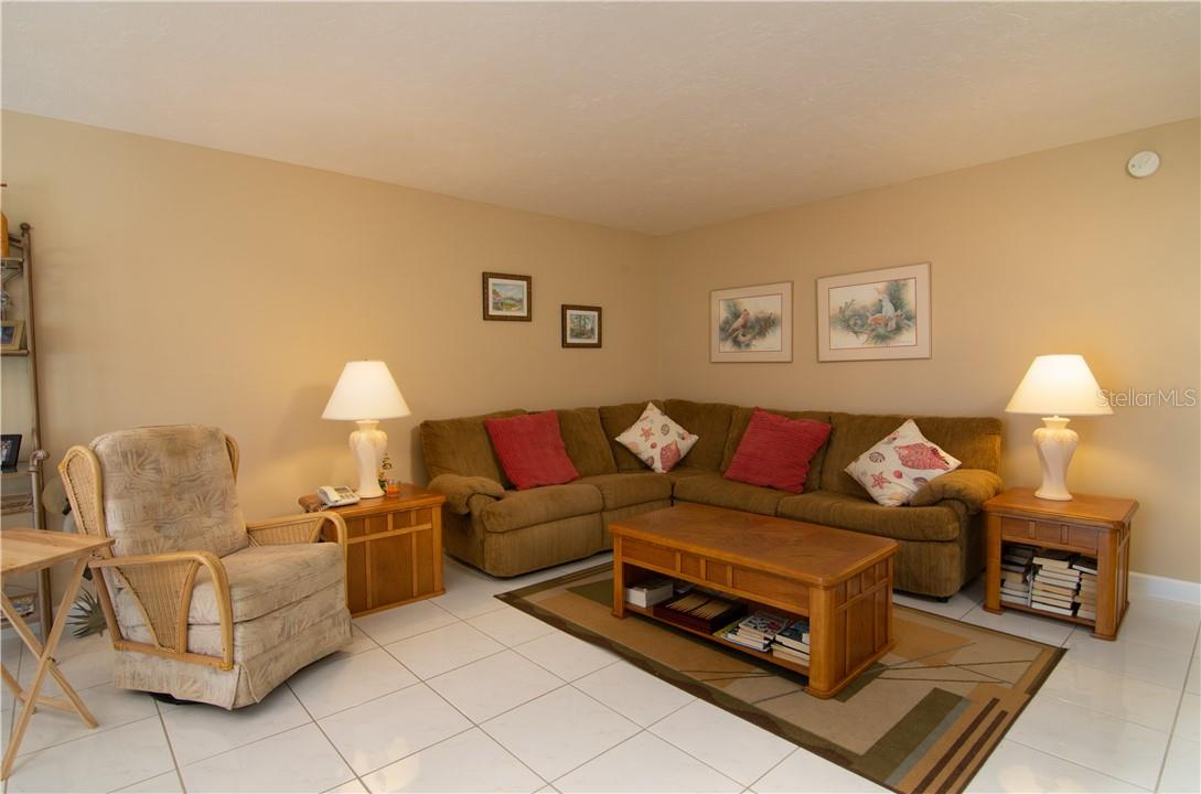 Living Room & Corridor - Villa for sale at 4820 Gulf Of Mexico Dr, Longboat Key, FL 34228 - MLS Number is A4436854