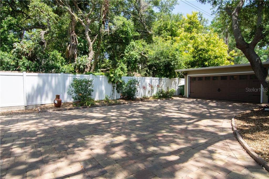 Single Family Home for sale at 1015 Caloosa Dr, Sarasota, FL 34234 - MLS Number is A4437580