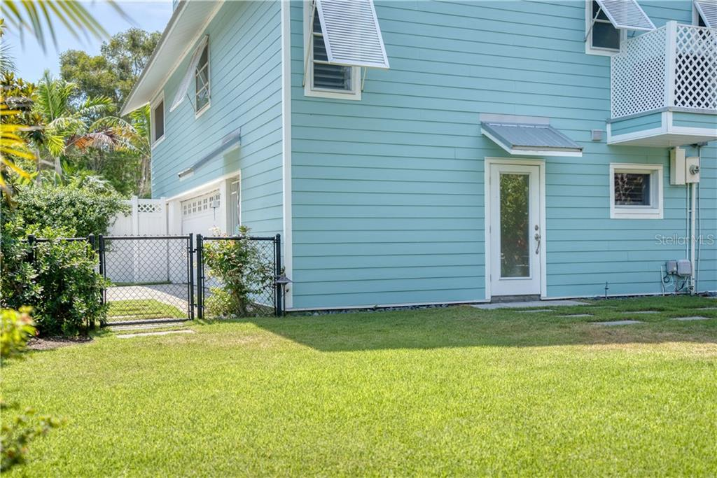 Single Family Home for sale at 1001 Crescent St, Sarasota, FL 34242 - MLS Number is A4437998