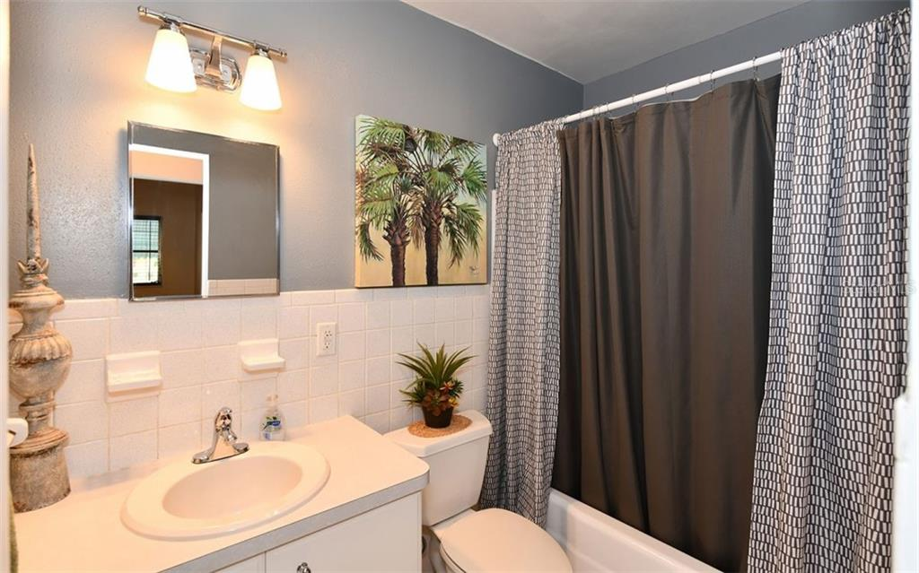 Bathroom 2 - Single Family Home for sale at 120 23rd Street Ct Ne, Bradenton, FL 34208 - MLS Number is A4438232