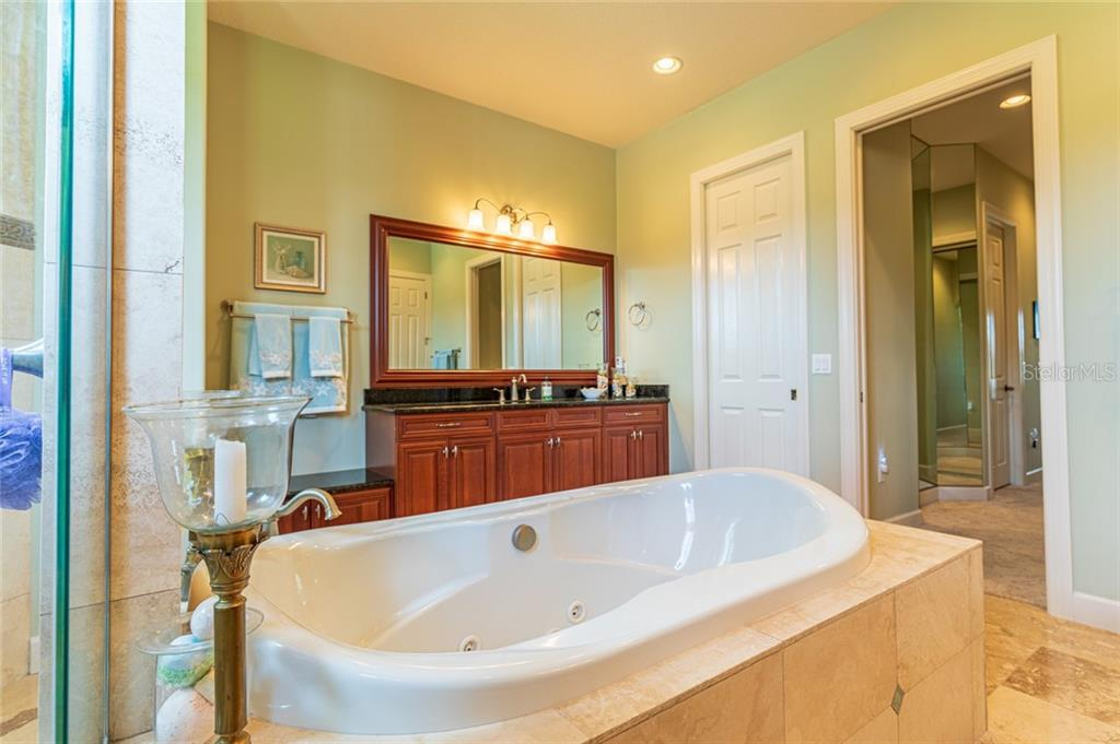 Bathroom 2 - Single Family Home for sale at 11728 Rive Isle Run, Parrish, FL 34219 - MLS Number is A4439074