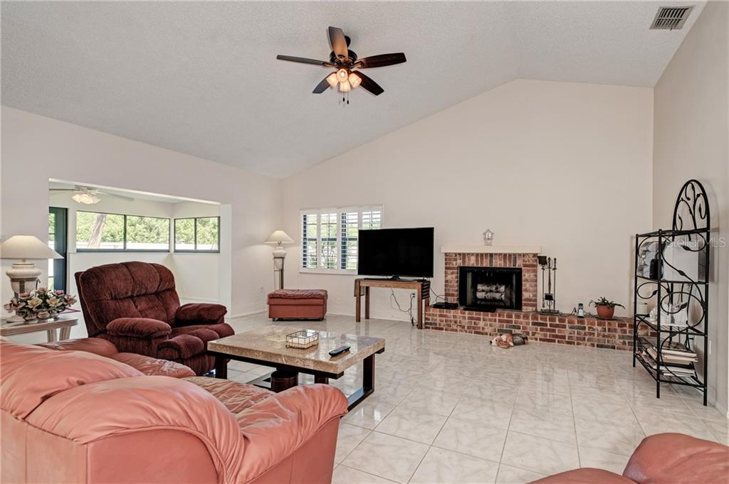 Condo for sale at 6006 Courtside Dr, Bradenton, FL 34210 - MLS Number is A4441561