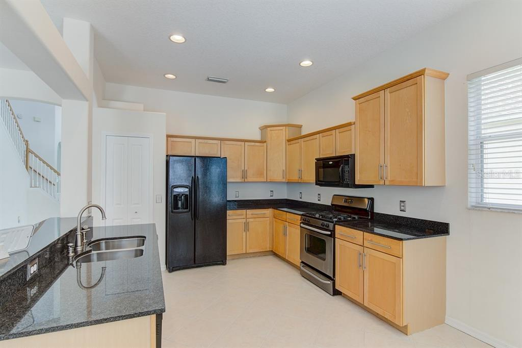 Kitchen - Single Family Home for sale at 6562 Field Sparrow Gln, Lakewood Ranch, FL 34202 - MLS Number is A4441603