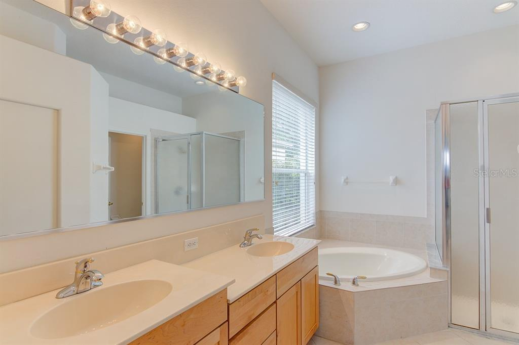 Master Bath - Single Family Home for sale at 6562 Field Sparrow Gln, Lakewood Ranch, FL 34202 - MLS Number is A4441603