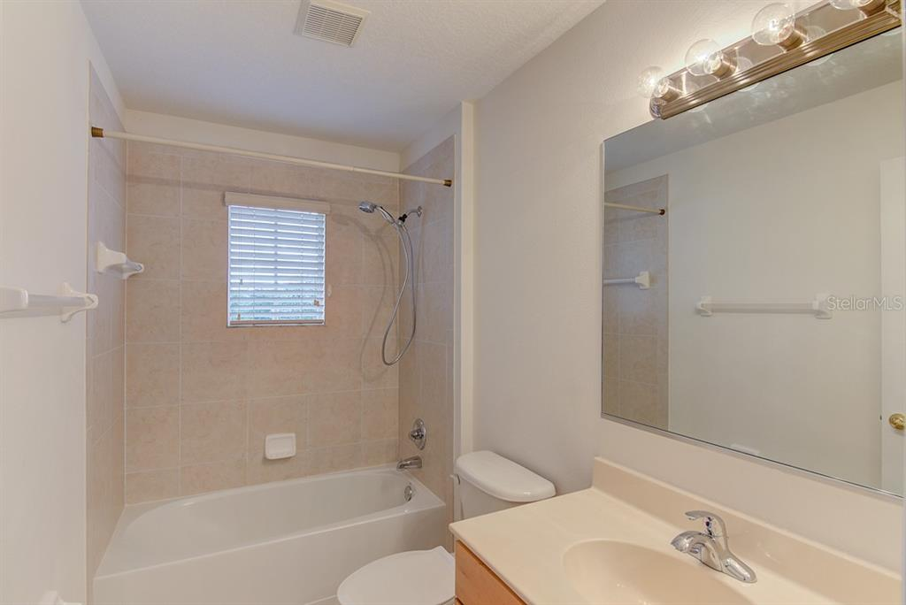 Bathroom 3 - Single Family Home for sale at 6562 Field Sparrow Gln, Lakewood Ranch, FL 34202 - MLS Number is A4441603