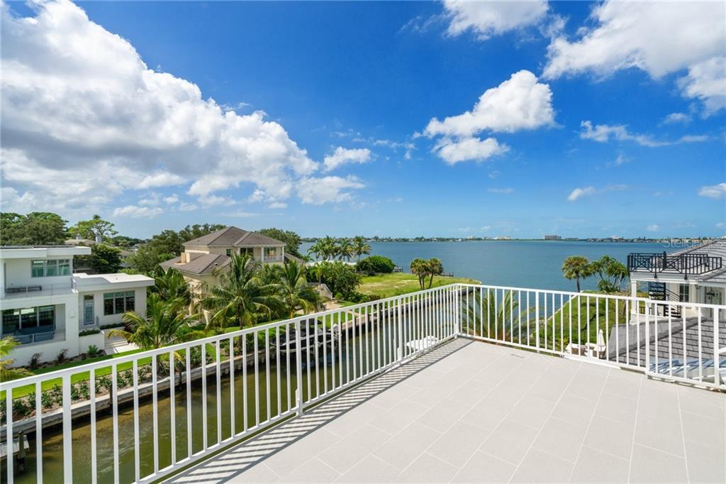 Single Family Home for sale at 1516 Sandpiper Ln, Sarasota, FL 34239 - MLS Number is A4442067
