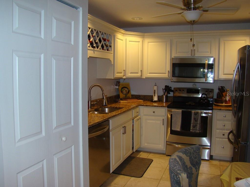 Kitchen - Villa for sale at 3008 Ringwood Mdw #5, Sarasota, FL 34235 - MLS Number is A4443322