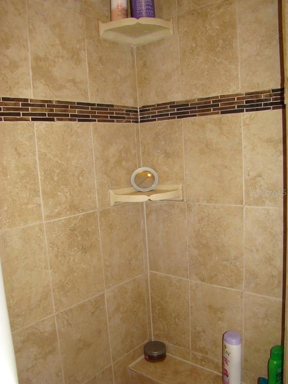 Master Shower - Villa for sale at 3008 Ringwood Mdw #5, Sarasota, FL 34235 - MLS Number is A4443322