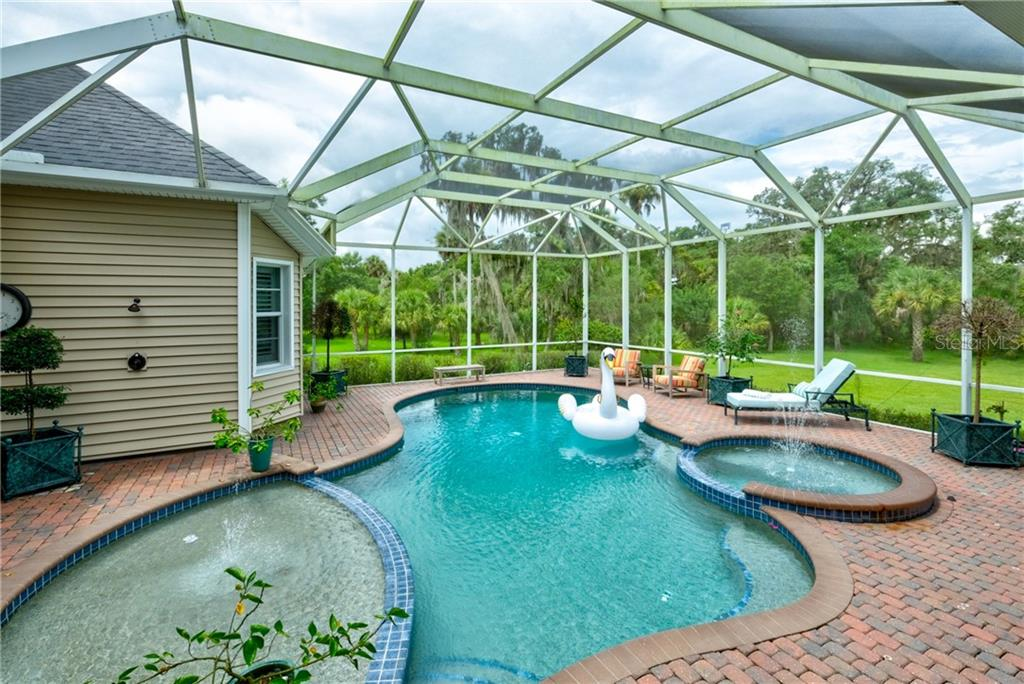 Single Family Home for sale at 1570 Oakford Rd, Sarasota, FL 34240 - MLS Number is A4443592