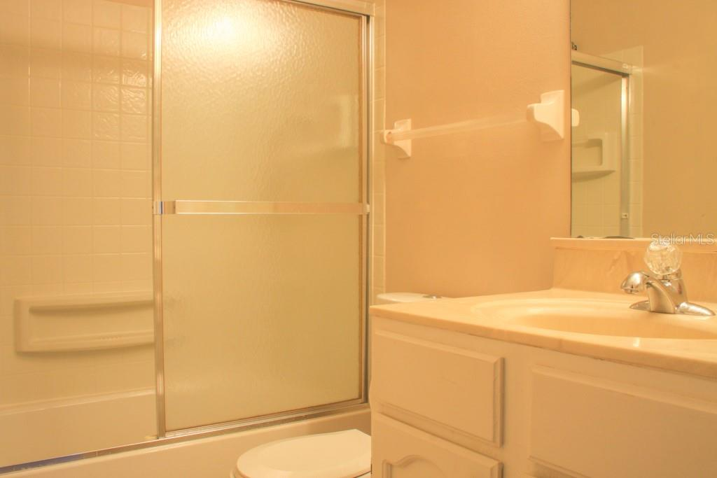 Guest Bath with tub and glass doors - Condo for sale at 5131 Willow Links #10, Sarasota, FL 34235 - MLS Number is A4447477