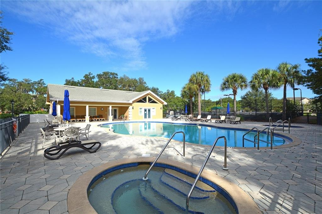 Community Pool & Spa - Condo for sale at 5304 Manorwood Dr #2b, Sarasota, FL 34235 - MLS Number is A4448585