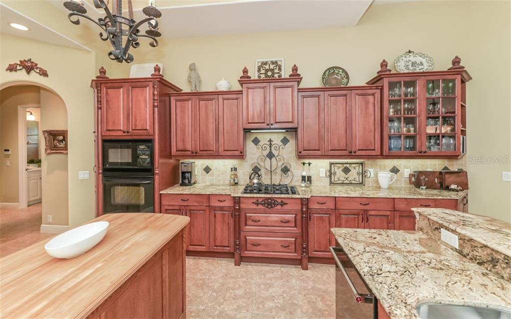 Single Family Home for sale at 7532 Abbey Gln, Lakewood Ranch, FL 34202 - MLS Number is A4449315