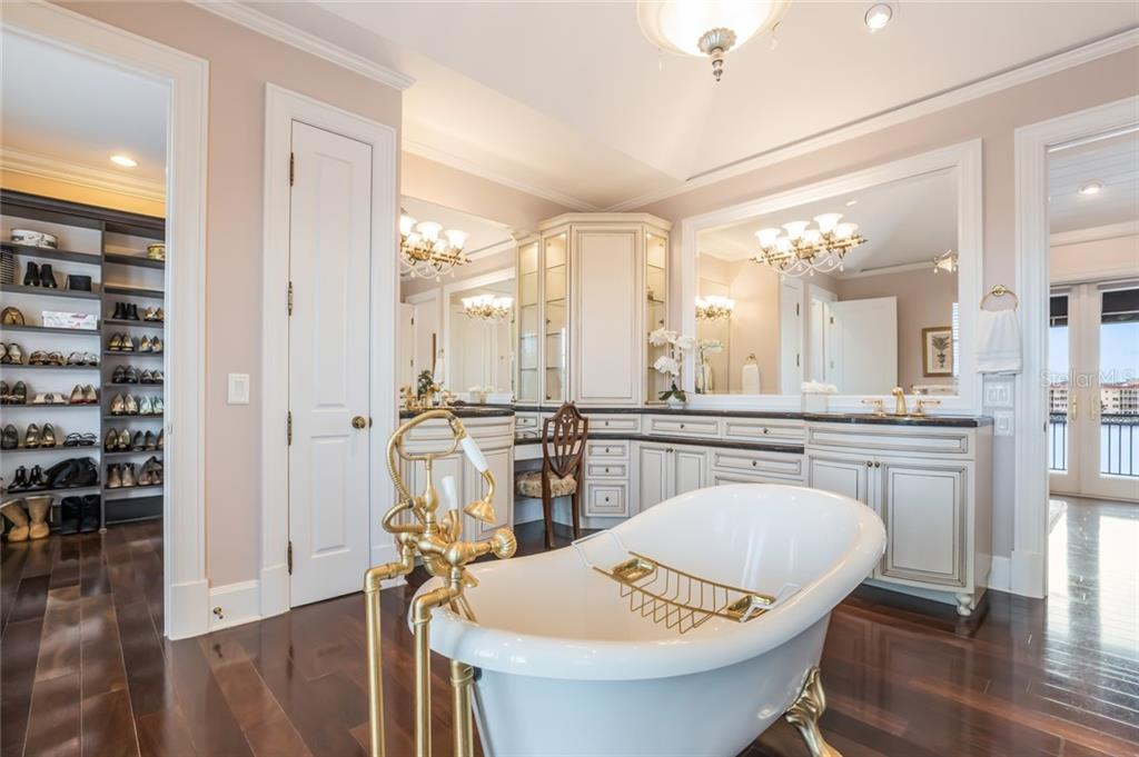 Soak your worries away in this luxurious master bathroom featuring a slipper bathtub with claw feet. - Single Family Home for sale at 6438 Hollywood Blvd, Sarasota, FL 34231 - MLS Number is A4449895