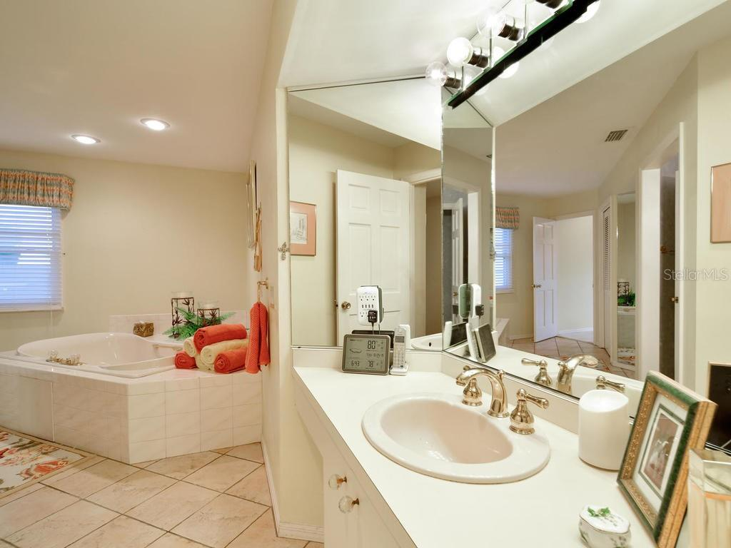 Master Bath - Single Family Home for sale at 2008 72nd St Nw, Bradenton, FL 34209 - MLS Number is A4450238