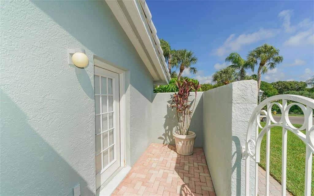 Villa for sale at 3479 Byron Ln, Longboat Key, FL 34228 - MLS Number is A4450343