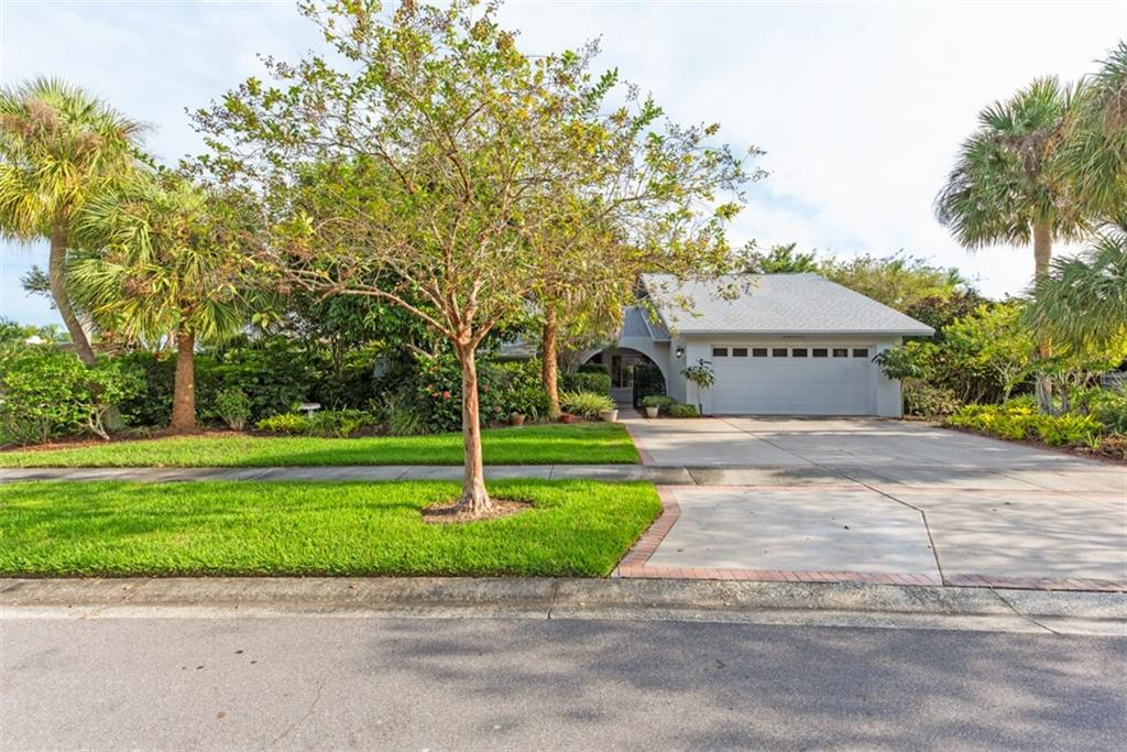 Front - Single Family Home for sale at 6524 Waterford Cir, Sarasota, FL 34238 - MLS Number is A4450568