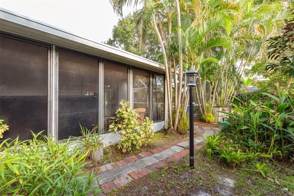 Screened in side lanai - Single Family Home for sale at 6524 Waterford Cir, Sarasota, FL 34238 - MLS Number is A4450568