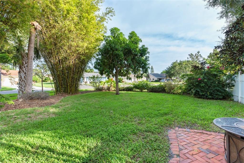 corner lot - Single Family Home for sale at 6524 Waterford Cir, Sarasota, FL 34238 - MLS Number is A4450568