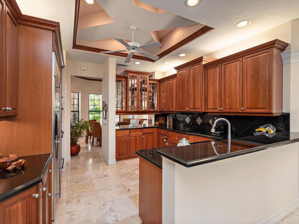 Kitchen - Single Family Home for sale at 6826 Turnberry Isle Ct, Lakewood Ranch, FL 34202 - MLS Number is A4450601
