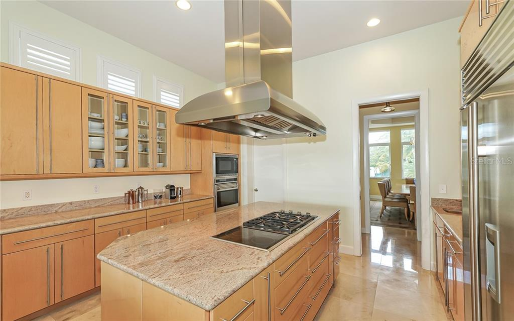 Single Family Home for sale at 852 Siesta Dr, Sarasota, FL 34242 - MLS Number is A4450684