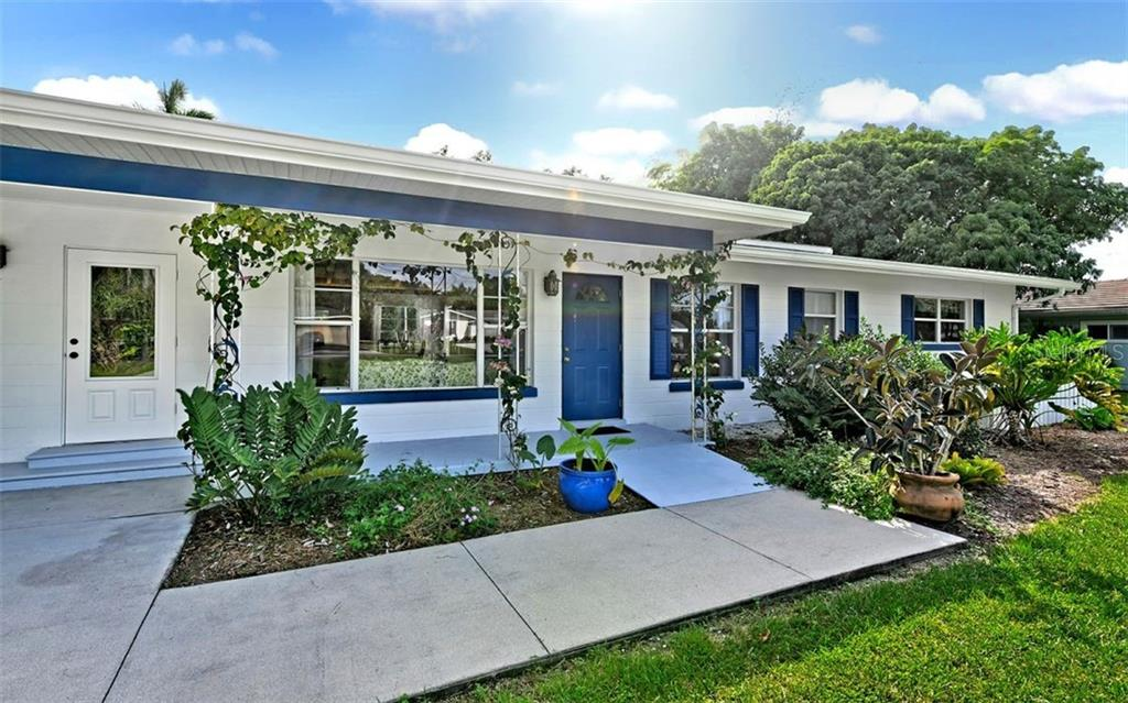 Single Family Home for sale at 426 S Shore Dr, Sarasota, FL 34234 - MLS Number is A4450972
