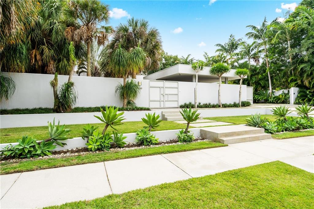 Single Family Home for sale at 1658 Hawthorne St, Sarasota, FL 34239 - MLS Number is A4451948
