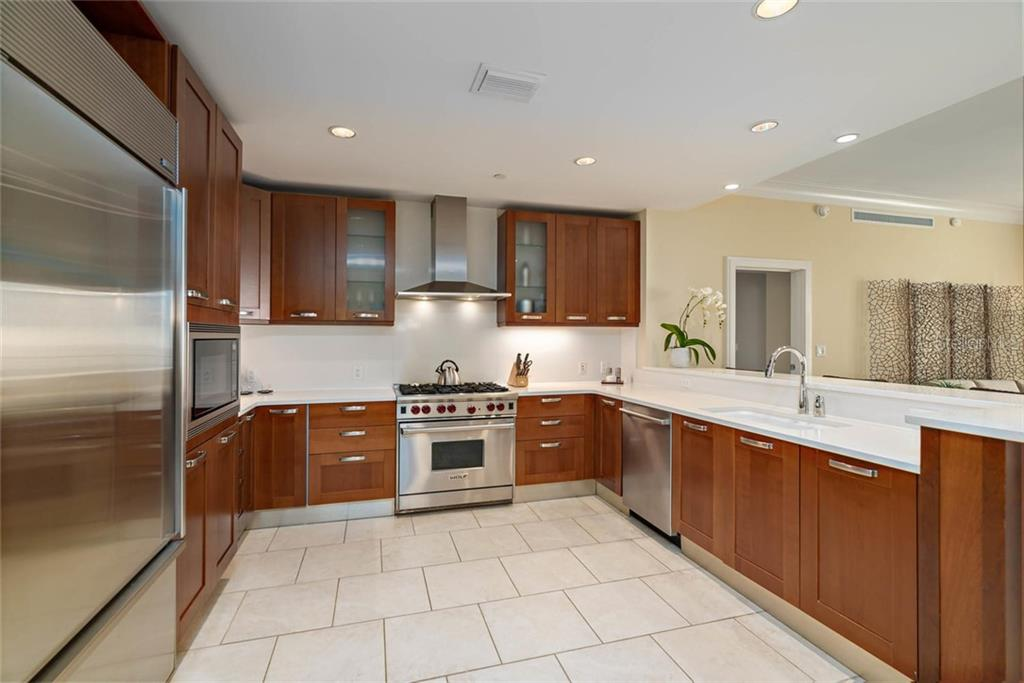 Condo for sale at 915 Seaside Dr #605, Sarasota, FL 34242 - MLS Number is A4452565