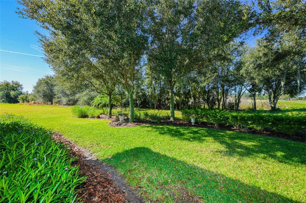 Single Family Home for sale at 3757 Caledonia Ln, Sarasota, FL 34240 - MLS Number is A4452927