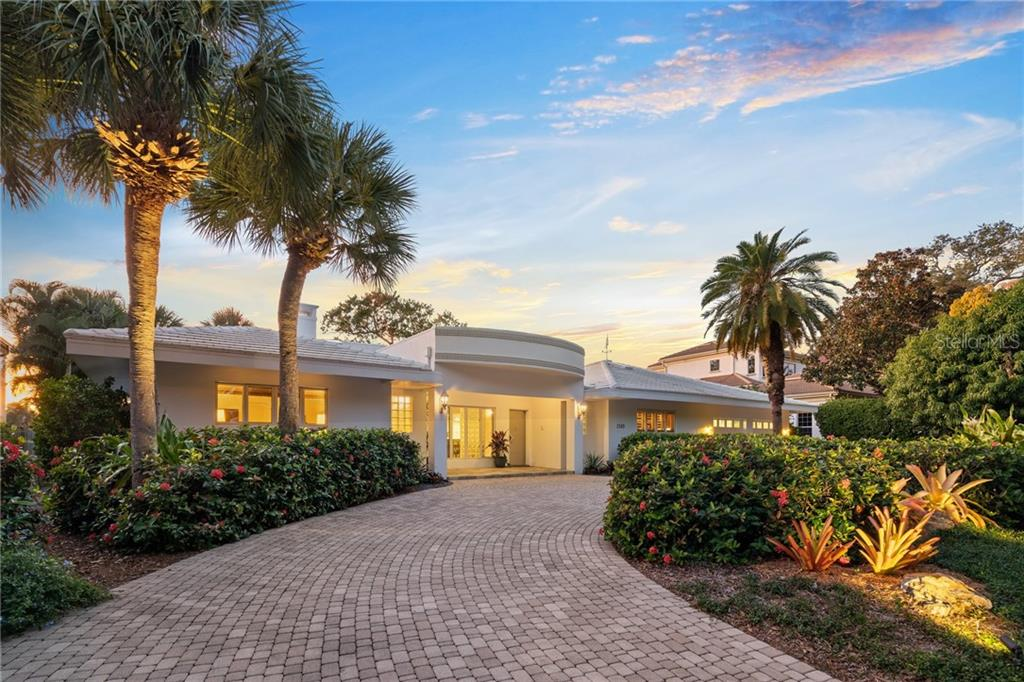 Single Family Home for sale at 1500 Harbor Dr, Sarasota, FL 34239 - MLS Number is A4455905