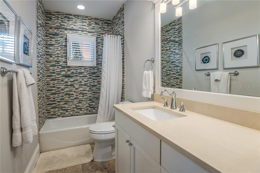Full ensuite bath - Single Family Home for sale at 834 S Bay Blvd, Anna Maria, FL 34216 - MLS Number is A4455941