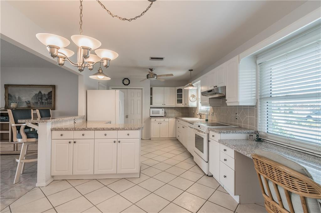 Single Family Home for sale at 10420 Sandpiper Rd W, Bradenton, FL 34209 - MLS Number is A4456644